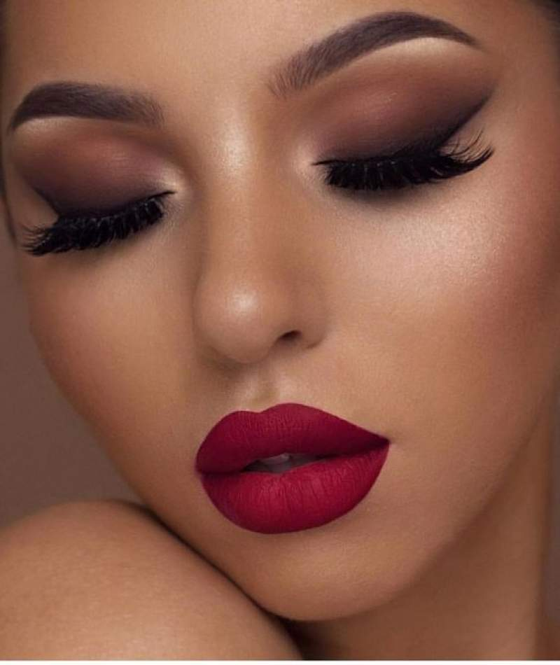 Smokey Eyes With Red Lips Thats Sensous Seductive Hike N Dip