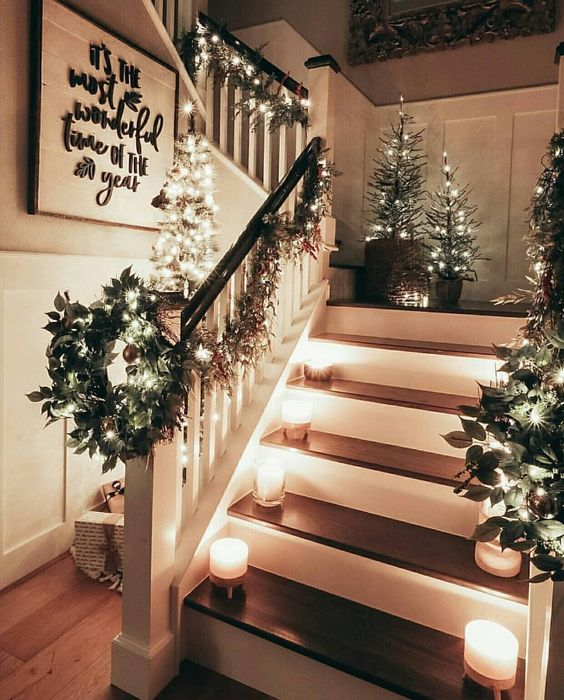 31 Stair Decor Ideas To Make Your Hallway Look Amazing: 30+ Christmas Staircase Decoration Ideas That'll Make Your